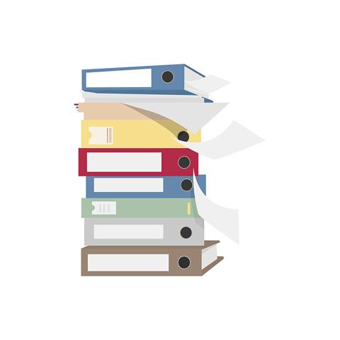 Pile de dossiers d'archive