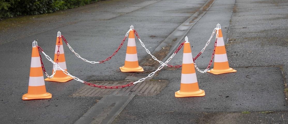 Zone protégée par des cônes de travaux
